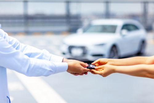 家族名義以外の名義の車を運転する時はドライバー保険が便利