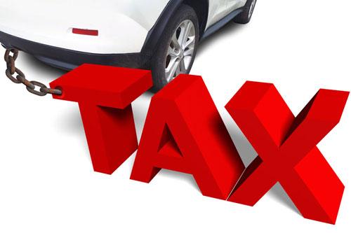 自動車を所有するといろいろな税金を支払います